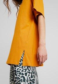 Monki - TORI TEE - Print T-shirt - dark yellow - 3