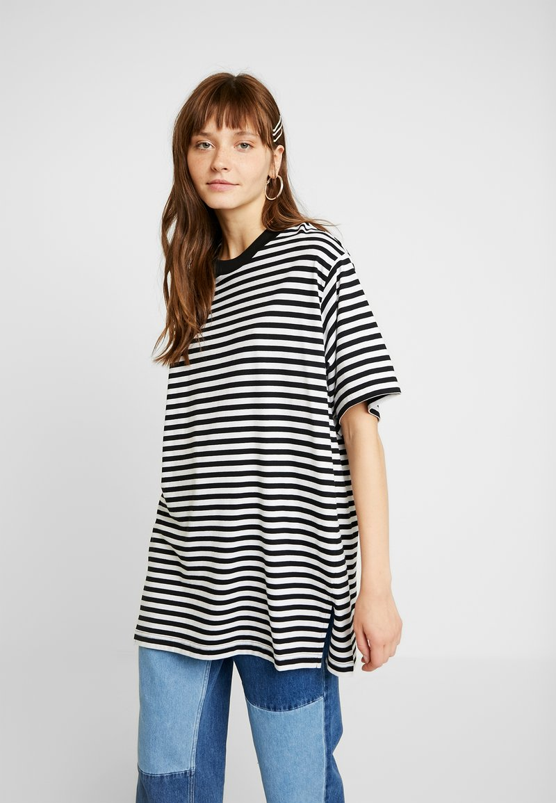 Monki - TORI TEE - T-Shirt print - black/white