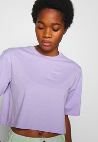 Monki - ELINA TOP 2 PACK - Basic T-shirt - lilac/white - 4