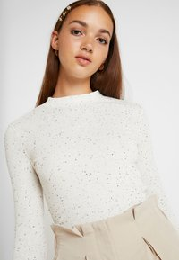 Monki - SAMINA - Topper langermet - off white - 4