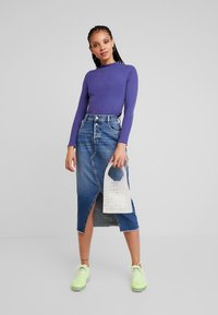 Monki - SAMINA - T-shirt à manches longues - blue