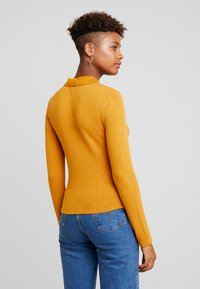 Monki - SIBYLLA - Strikkegenser - yellow dark - 2