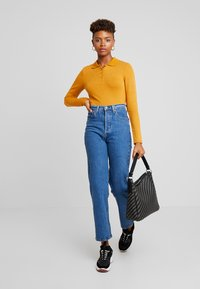 Monki - SIBYLLA - Strikkegenser - yellow dark - 1