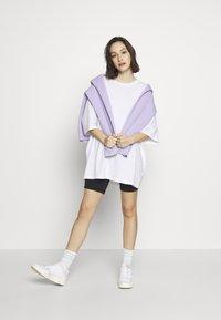 Monki - CISSI TEE - T-shirts med print - white light - 1