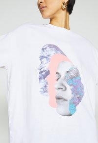 Monki - CISSI TEE - Print T-shirt - white - 5