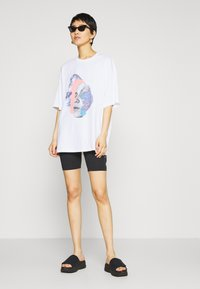 Monki - CISSI TEE - Print T-shirt - white - 1