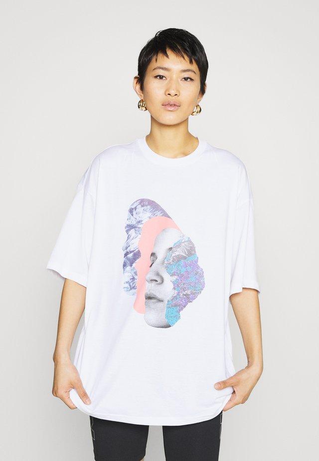 CISSI TEE - T-shirt z nadrukiem - white