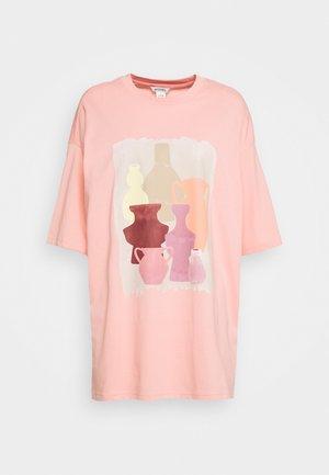 CISSI TEE - Print T-shirt - pink