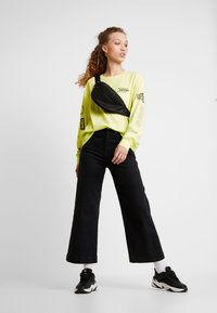 Monki - KLARA - Maglietta a manica lunga - yellow light - 1