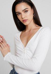 Monki - PARADISIO - T-shirt à manches longues - white - 4
