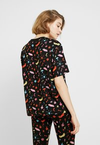 Monki - TOVI TEE - T-shirt con stampa - colorful - 2