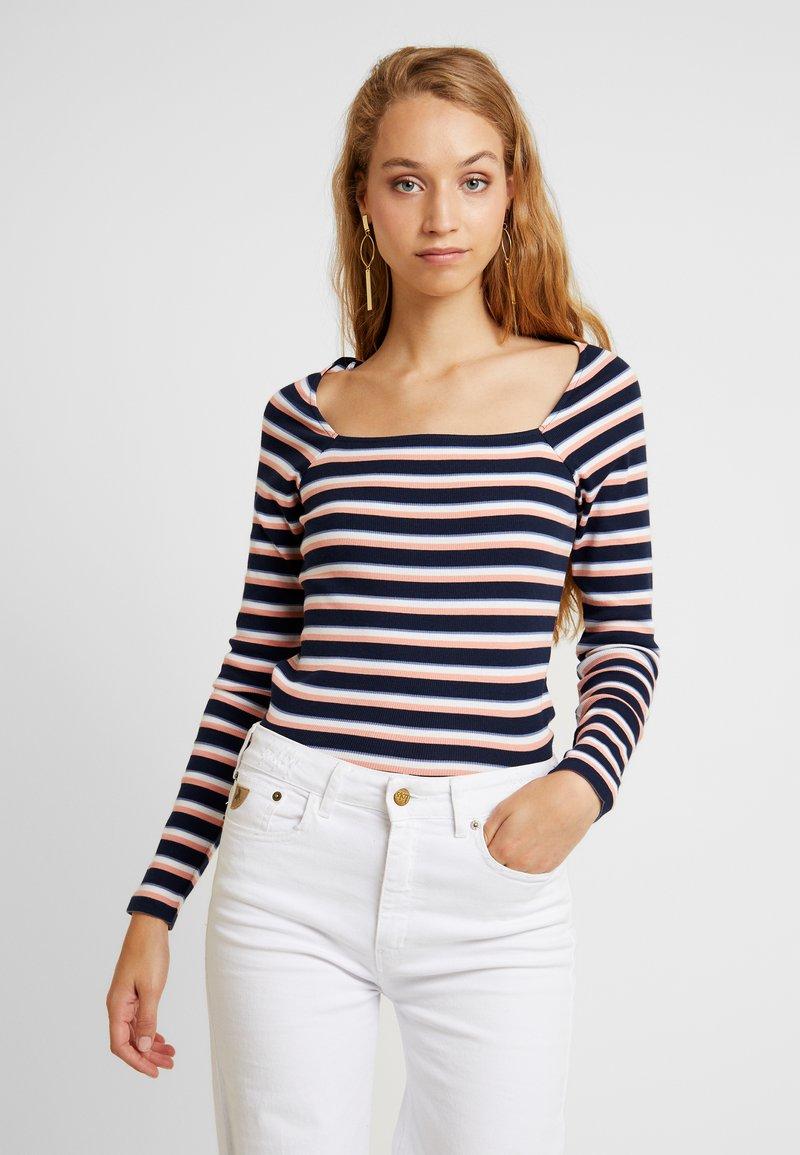 Monki - MALOU CATCH - T-shirt à manches longues - autumnstripe