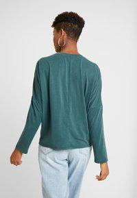 Monki - CLAUDIA - Maglietta a manica lunga - green dark - 2