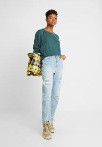 Monki - CLAUDIA - Maglietta a manica lunga - green dark - 1