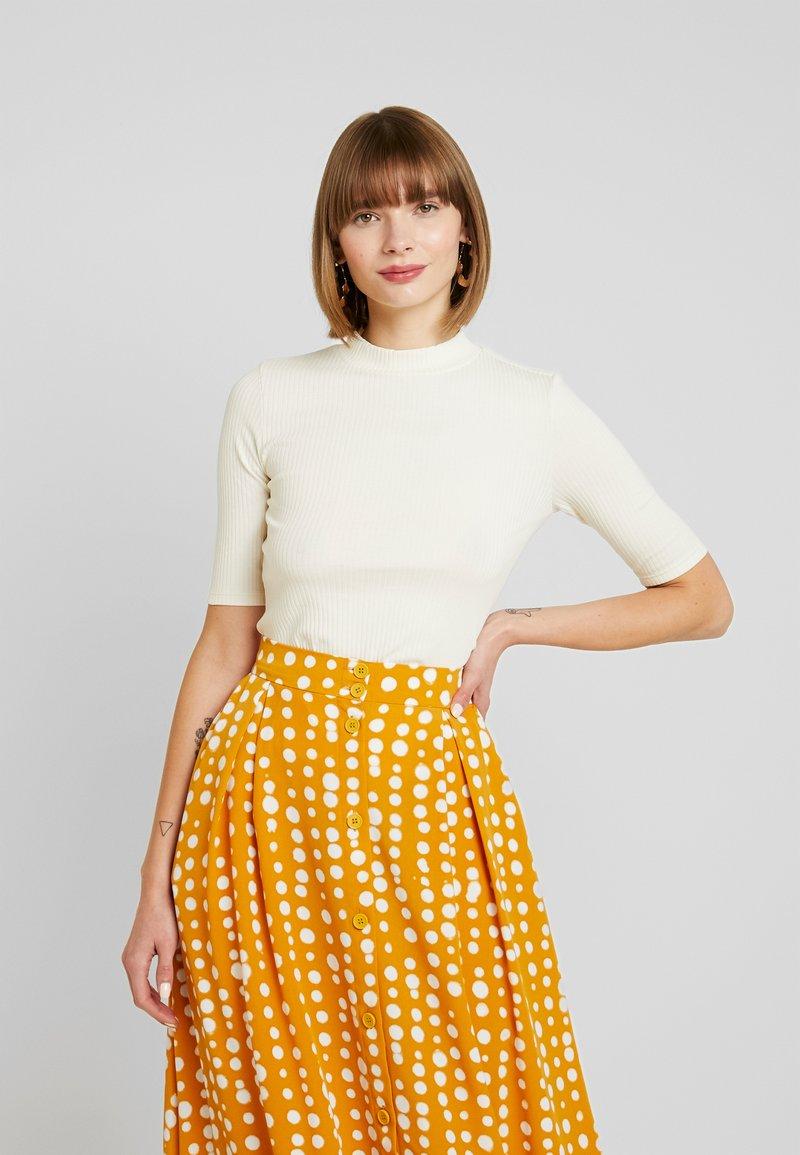 Monki - SABRINA - T-shirt imprimé - off white