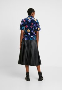 Monki - NINA - T-shirts med print - black dark - 2