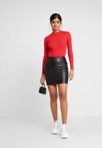Monki - SAMINA - T-shirt à manches longues - red - 1