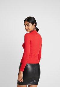 Monki - SAMINA - T-shirt à manches longues - red - 2