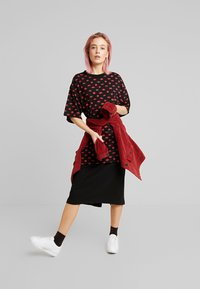 Monki - TORI TEE - Print T-shirt - black - 1