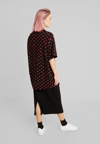 Monki - TORI TEE - Print T-shirt - black - 2