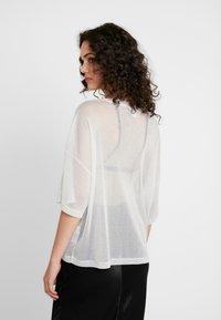 Monki - DAMALI - T-Shirt basic - white/silver - 2