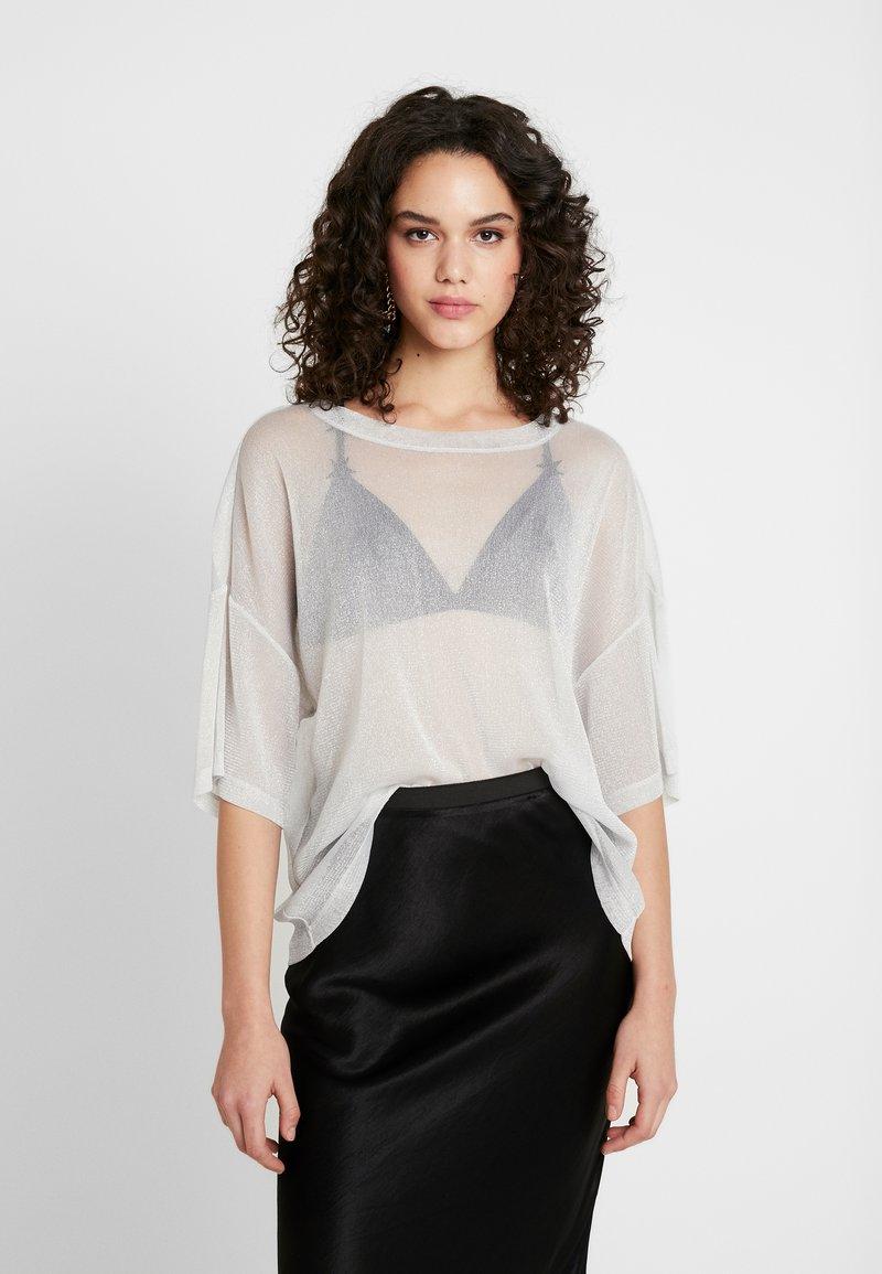 Monki - DAMALI - T-Shirt basic - white/silver