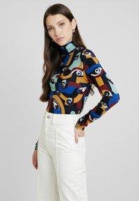 Monki - ELIN - T-shirt à manches longues - darkeyes - 0