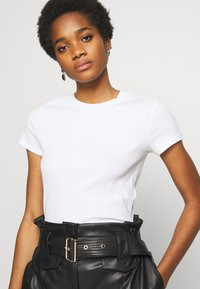 Monki - MAGDALENA TEE - T-shirts - white light solid - 3