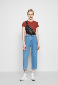 Monki - MAGDALENA TEE - T-shirt basic - orange - 1
