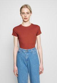 Monki - MAGDALENA TEE - T-shirt basic - orange - 0