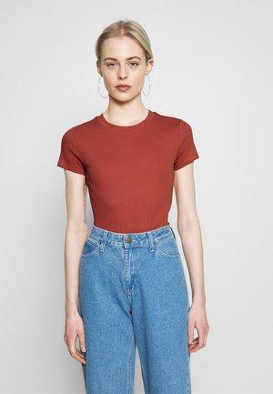 MAGDALENA TEE - T-shirts - orange
