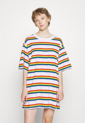 TORI TEE - T-shirt z nadrukiem - white