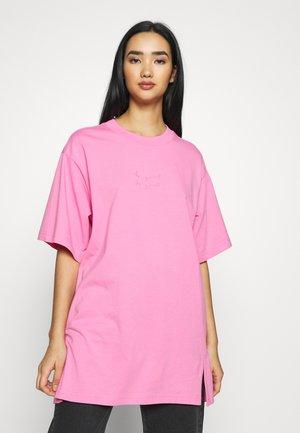 TORI TEE - Print T-shirt - pink