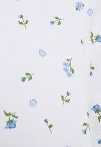 Monki - MAGDALENA TEE 2 PACK - T-shirts med print - white/blue light - 4