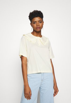 MAGNHILD TEE - Print T-shirt - solid yellow