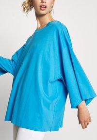Monki - BILLIE - Longsleeve - blue bright - 5