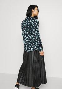 Monki - NADINA BLOUSE - Button-down blouse - dark blue - 2