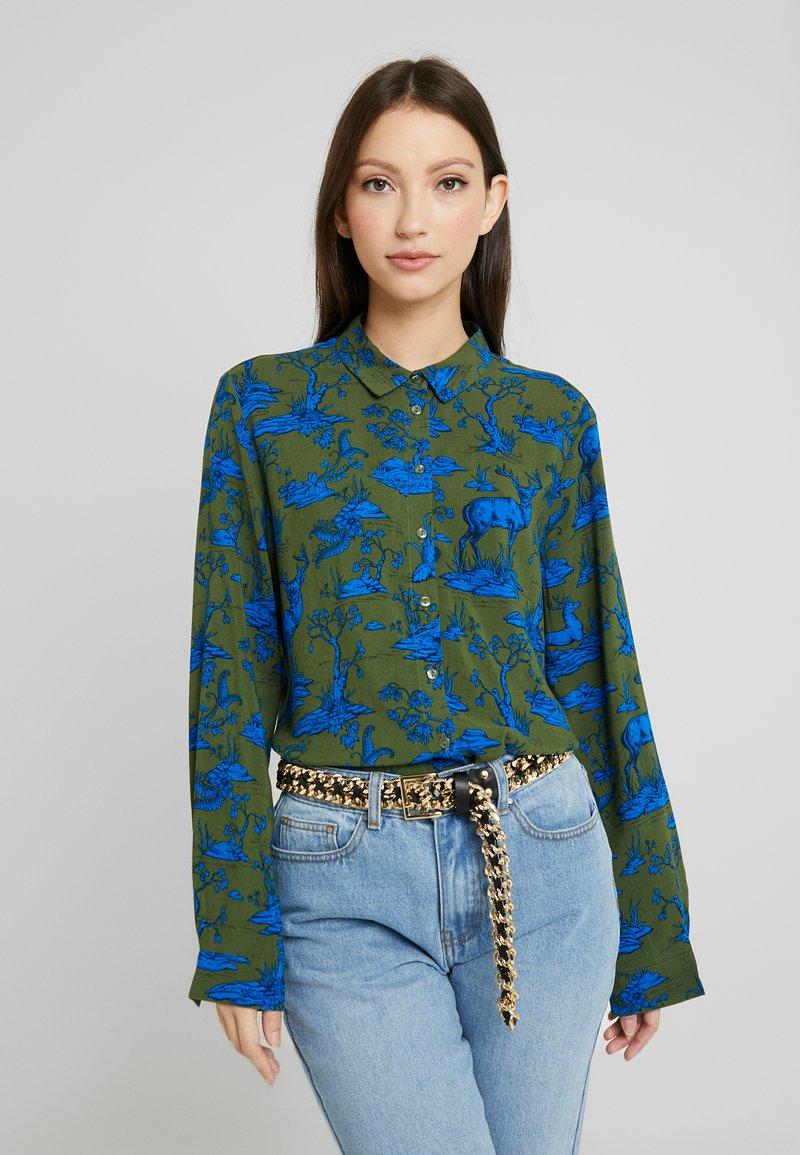 Monki - NADINA BLOUSE - Button-down blouse - blue