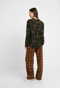 Monki - NADINA BLOUSE - Button-down blouse - green - 2