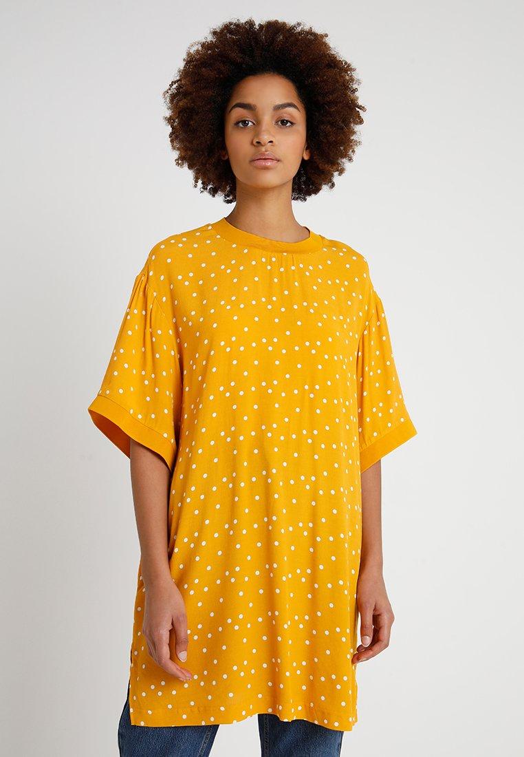 Monki - TOSCA BLOUSE - Bluse - yellow