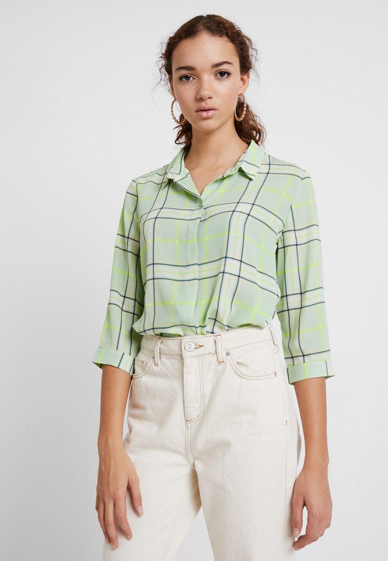 Monki - HELLA BLOUSE - Camisa - spring green