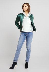 Monki - ANNELIE BLOUSE - Skjorte - light green/off white - 2