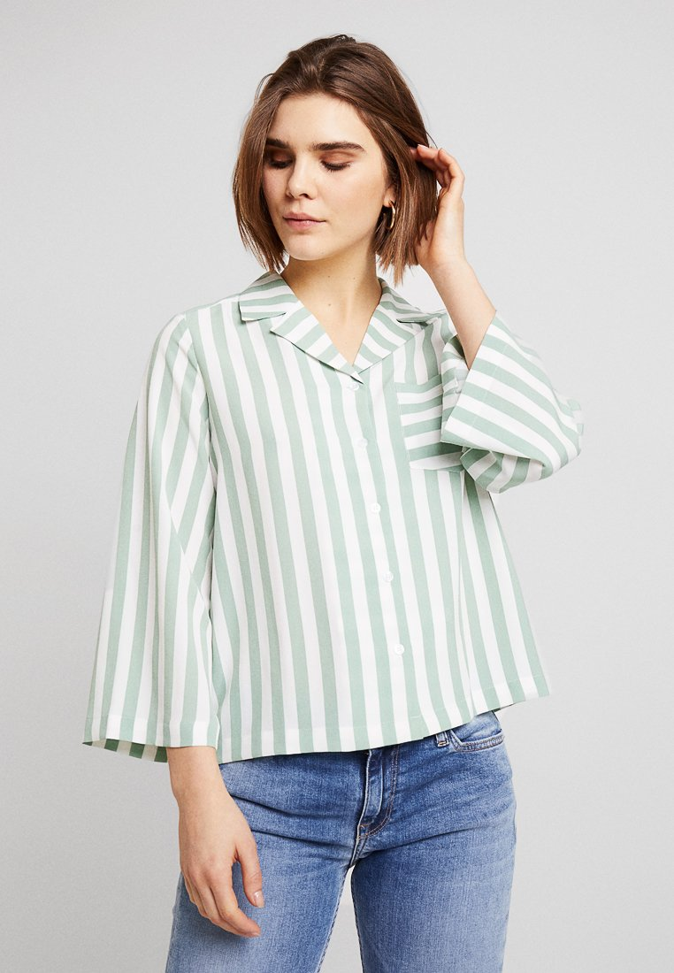 Monki - ANNELIE BLOUSE - Chemisier - light green/off white