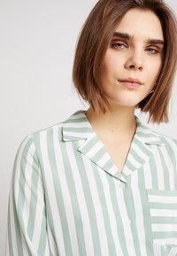 Monki - ANNELIE BLOUSE - Skjorte - light green/off white - 4