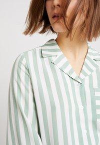 Monki - ANNELIE BLOUSE - Skjorte - light green/off white - 6