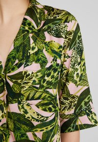 Monki - BONNY BLOUSE - Button-down blouse - newfoliage - 5