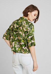 Monki - BONNY BLOUSE - Button-down blouse - newfoliage - 2