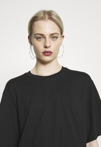 Monki - ABELA - Basic T-shirt - black dark - 3