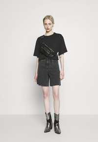 Monki - ABELA - Basic T-shirt - black dark - 1