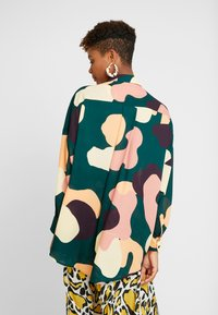 Monki - CATCHING PRINTED BLOUSE - Button-down blouse - dark green - 2